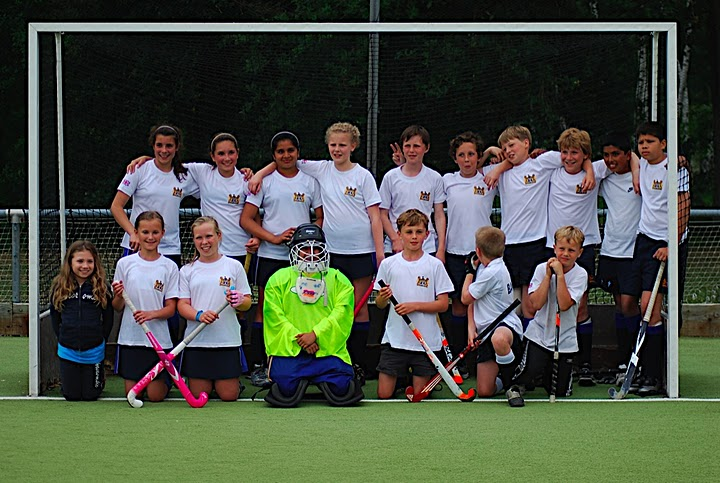 young field hockey team